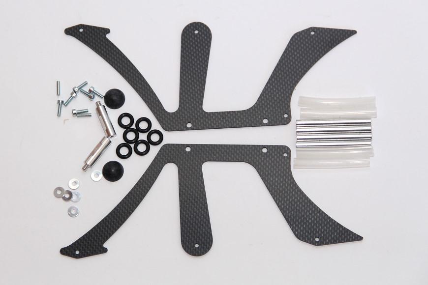 Henseleit TDF - Chassisunterbau: Untere Chassisplatten, Abstandsbolzen und Haubenhalter