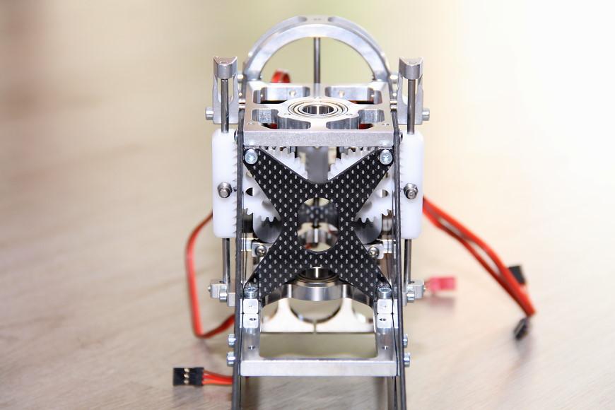 Henseleit TDF - Taumelscheibenanlenkung: Chassis mit montierten Zahnstangen