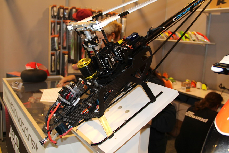ROTOR live 2018 Iffezheim: XLPower 700 Specter am Acrowood-Stand