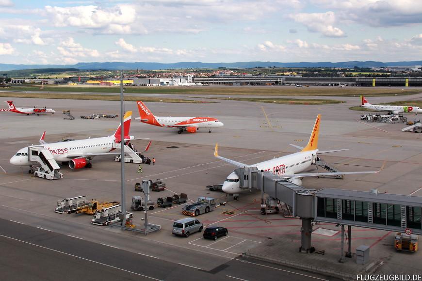 Airport Stuttgart / Airbus A320 Iberia Express / Bombardier Dash 8 Air Berlin / Airbus A319 Easyjet / Boeings 737 Pegasus / Embraer 190 TAP Express // Juli 2017